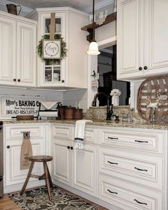 Nice 70 Modern Farmhouse Kitchen Cabinet Makeover Ideas https://homemainly.com/2804/70-modern-farmhouse-kitchen-cabinet-makeover-ideas