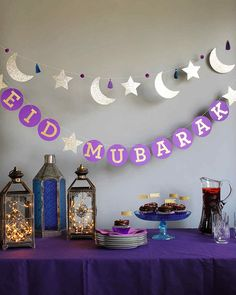 For eid and ramadan, people decorate their house with lanterns and a star and crescent. These decorations are usually lit up around the neighbourhoods to commence ramadan or eid and helps people get into the spirit of giving. Eid Crafts, Ramadan Crafts, July Crafts, Paper Crafts, Eid Al Fitr, Eid Moubarak, Fest Des Fastenbrechens, Decoraciones Ramadan, Circle Garland