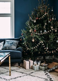 God Jul God Jul,X-Mas und Weihnachten Christmas tree. Unique Christmas Trees, Alternative Christmas Tree, Christmas Mood, Noel Christmas, Beautiful Christmas, Photo Christmas Tree, Christmas Tree Decorations, Holiday Decor, Boutique Deco
