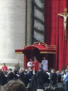 Basilica di San Pietro in Vaticano en Vatican. Papa celebrando la misa de domingo de Ramos