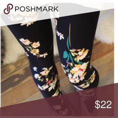 🆕🔜 Black Floral Print Leggings Black floral print leggings new in for fall! Comfortable and soft. One size. Fits S-L nicely. Coming in the beginning of next week! Pants Leggings