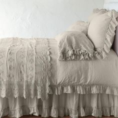 How to Make Your Shabby Chic Living Room Truly Unique – We Shabby Chic Shabby Chic Curtains, Shabby Chic Bedrooms, Bed Throws, Bed Pillows, White Pillows, Linen Pillows, Cushions, Linen Bedding, Bedding Sets