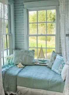 What a cozy nook! House of Turquoise: Aiken House and Gardens Beach Cottage Style, Coastal Cottage, Beach House Decor, Coastal Living, Coastal Decor, Beach Cottage Bedrooms, Cozy Cottage, House Of Turquoise, Turquoise Cottage