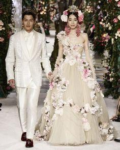 Domenico and Stefano presented their Dolce & Gabbana ALTA MODA womenswear and ALTA SARTORIA menswear collections at a runway fashion show in Tokyo.