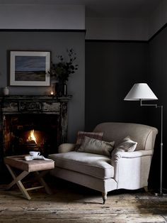 Awesome 44 Admiring Interior Design Ideas For Your Winter House Chalet Chic, Home Living Room, Living Room Decor, Neptune Home, Winter House, Leather Furniture, Interior Inspiration, Love Seat, Family Room