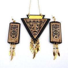 Parure en pâte polymère imitation bois et cuir motif aztèque avec impression silk-screen