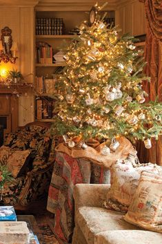 We have shared an array of dazzling holiday looks in Victoria magazine. Did your favorite Christmas trees make our Top Ten? Christmas Living Rooms, Cottage Christmas, Country Christmas, Diy Christmas Light Decorations, Victorian Christmas Decorations, Victorian Christmas Tree, Dollar Store Christmas, Christmas Diy, Christmas Trees