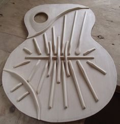 LA GUITARE . COM - DOSSIERS LUTHIERS - BENOîT LAVOIE LA GUITARE MODERNE lutherie benoit lavoie la guitare moderne - GUITARE
