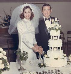 Chic Vintage Brides, Vintage Wedding Photos, Vintage Bridal, Vintage Weddings, Wedding Pictures, Vintage Photos, Antique Photos, Vintage Photographs, 1970s Wedding