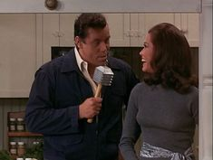 Tell the audience, Mary, how do you put together all those killer outfits? | Mary Tyler Moore