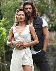 Demet Özdemir & Can Yaman - Turkish Men, Turkish Actors, Beautiful Couple, The Dreamers, Besties, Sexy Men, How To Look Better, Tv Shows, Couple Goals