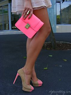 tan + hot pink heels.