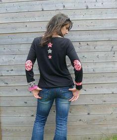 Comment customiser un simple pull noir pour en faire une pièce originale et fashion!