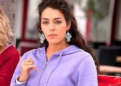 Qui est Sofia Essaïdi, candidate de la Star Academy et fidèle de ...