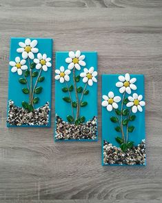 A unique pebble collage. Hand painted beach pebble flowers, the stems are small pieces of painted driftwood. All of this is securely glued to a piece of reclaimed wood with a partially painted blue background, then finally a mat varnish top coating. Stone Crafts, Rock Crafts, Diy Home Crafts, Arts And Crafts, Paper Crafts, Painted Driftwood, Driftwood Art, Pista Shell Crafts, Painted Rocks