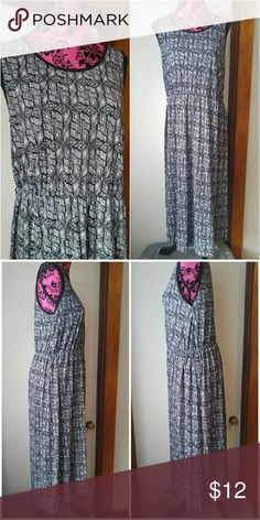 Geometric print maxi dress XL black white long Beautiful long maxi dress - black and white tribal geometric print - lightweight, cool cotton blend jersey fabric - sleeveless - elastic waist-  size and brand unknown but would fit size Large to XL best - in excellent used condition with no tears or stains - from a smoke free home Dresses Maxi