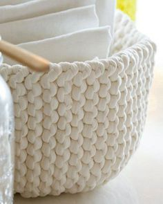 Der Neuen Stricken : 8 knitting projects with a single ball of yarn Tunisian Crochet Patterns, Crochet Stitches, Knitting Patterns, Knit Crochet, Marie Claire, Diy Crochet Basket, Sheep Tattoo, Tricot Fabric, Crochet Home Decor
