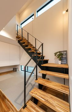 Japanese Interior Design, Modern Interior, Small Space Living, Living Spaces, Spiral Stairs Design, Japanese Modern House, House Stairs, House Design, Architecture