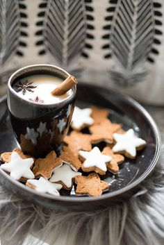 Uploaded by Cris Figueiredo. Find images and videos about food, winter and christmas on We Heart It - the app to get lost in what you love. Christmas Coffee, Christmas Mood, Noel Christmas, Christmas Cookies, Snow Cookies, Coffee Break, Coffee Time, Momento Cafe, Chocolate Cafe
