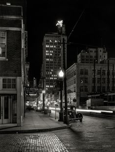 Downtown Dallas after dark, view of Magnolia Oil Company building -- 1942 -- photographer Arthur Rothstein, for the Office of War Information. Film Noir Photography, Photography Sites, White Photography, Old Photos, Vintage Photos, Theme Color, Felder, City Aesthetic, After Dark