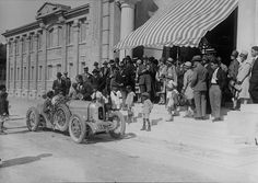 Festa no Estoril. Desfile de automóveis, 1927, Portugal by Biblioteca de Arte-Fundação Calouste Gulbenkian, via Flickr