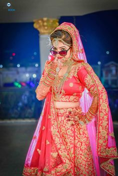 Indian Bride Photography Poses, Indian Bride Poses, Indian Wedding Poses, Indian Bridal Photos, Bridal Photography, Teenage Girl Photography, Digital Photography, Couple Wedding Dress, Wedding Bride
