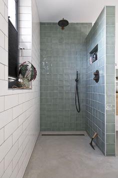 Small Bathroom Layout, Bathroom Goals, Bathroom Inspo, Bathroom Design Inspiration, Bathroom Design Luxury, Up House, Home Design Decor, Beautiful Bathrooms, Bathroom Renovations