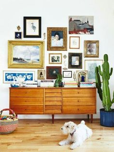 Wie man eine Galeriewand macht How to make a gallery wall Tips to Hang a SymmetricaHow to make a galBlack and White Ranunculu Decor, Room, House, Interior, Eclectic Home, Home Decor, House Interior, Interior Design, House Colors