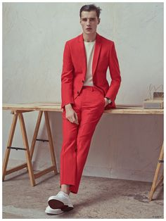 French label De Fursac reunites with photographer Karim Sadli and model Adrien Sahores for its spring-summer 2015 menswear imagery. Always a brand for the man… Mage The Ascension, Costume Rouge, Suits And Sneakers, Moda Formal, Classy Suits, Dresscode, Mode Shoes, Fashion Fabric, Spring Summer 2015
