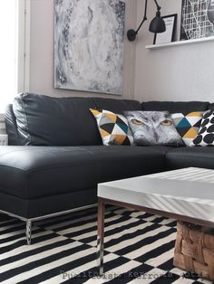 Puolitoista kerrosta kotia: olohuone #Jyskin tyynyt Lounge, Couch, Living Room, Furniture, Home Decor, Chair, Airport Lounge, Drawing Rooms, Settee