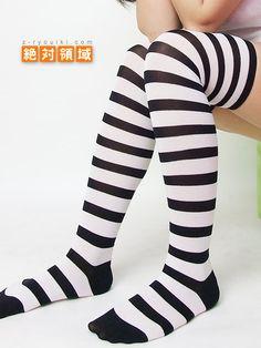 激安ニーソ!【今だけ30%オフ♪】ニーソの新ブランド【絶対領域】国内生産で高品質なのにお得なプライス♪ ボーダーニーソ(ホワイト×ブラック)【Maid costume Kawaii Japanese Candy Fruit】over knee socks