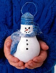 recycled light bulb christmas decorations | Recycle: Light-bulbs into Snowman ornaments.