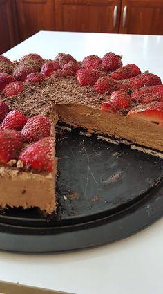 Τούρτα σοκολάτας με φράουλες !!! ~ ΜΑΓΕΙΡΙΚΗ ΚΑΙ ΣΥΝΤΑΓΕΣ 2 Greek Desserts, Tiramisu, Cheesecake, Food And Drink, Cooking Recipes, Sweets, Fish, Cookies, Ethnic Recipes