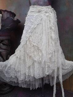 20% de descuento de novia nupcial jirones falda boho Bohemian Chic Fashion, Bohemian Skirt, Bohemian Mode, Gypsy Skirt, Boho Skirts, Bohemian Style, Boho Chic, Shabby Chic Outfits, Denim And Lace