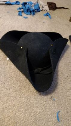 Are you looking for a beautiful tricorn hat but you don't want to spend an hand and a leg? Looks like you came to the right place for a cheap easy solution to your...