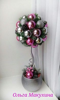 Topiary Learn how to make a beautiful Christmas topiary with spheres ~ lodijoella - Christmas Topiary, Outside Christmas Decorations, Easy Christmas Crafts, Christmas Centerpieces, Christmas Balls, Christmas Art, Christmas Projects, Simple Christmas, Christmas Wreaths