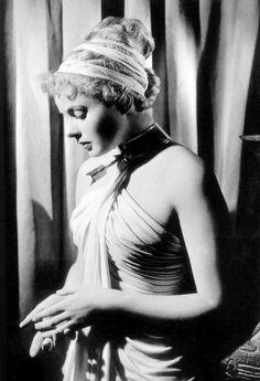 Ingrid Bergman : pour son incroyable beauté, pour sa douceur. Magnifique.