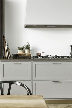 The Shaker Kitchen is the perfect example of when modern meets classic. The overall impression is light and airy, emphas Exterior Design, Interior And Exterior, Shaker Kitchen, Beautiful Kitchens, Scandinavian Style, Kitchen Interior, Home Kitchens, Brass Handles, Kitchen Dining