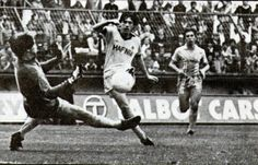 Joe McBride scoring at Coventry 1980-81 Everton winning 5-0