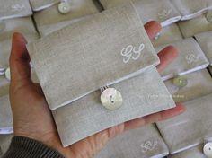 sacchettini confetti in lino con iniziali - Cerca con Google
