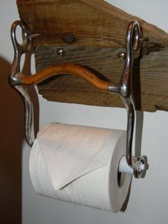 Horse Curb Bit turned into a Toilet Paper Dispenser. I am soooo doing this. I have a couple just hanging around. May as well put them to use. Horseshoe Crafts, Horseshoe Art, Western Style, Country Decor, Rustic Decor, Toilet Paper Dispenser, Rustic Bathrooms, Barn Bathroom, Cowboy Bathroom