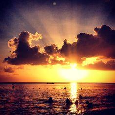 Coucher de Soleil sur la mer des Caraïbes / Sweet kwisine, lotchios, coco, sirop batterie, canne a sucre, Martinique, confiserie, sunset, caribbean, caraibes,coucher de soleil