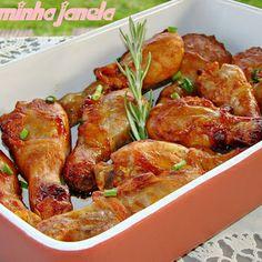 Coxinhas de frango assadas acompanhadas por purê de ervilha