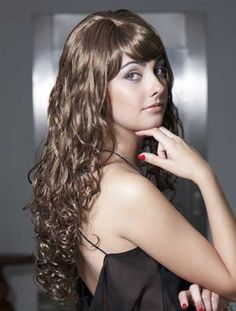 This long curly hair wig is perfect to wear. It adjusts rapidly and is very comfortable.