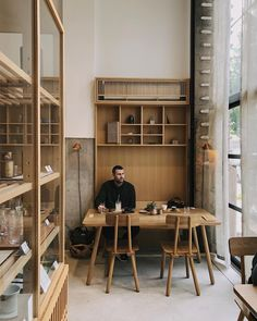 Aesthete Label love - Another great coffee spot in Kyoto Café Restaurant, Architecture Restaurant, Restaurant Design, Interior Architecture, Design Commercial, Commercial Interiors, Cafe Design, House Design, Hospitality Design