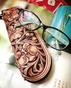 """New Design """"Orchid No.2"""" (finished) It's Glasses Pouch. #leatherorchiddesigns #leatherorchid #orchid #orchids #蘭花 #trioleatherart #dinnidworkshop #workshop #handmade #hongkong #leathercraft #leathertooling #leathercarving #leathercraft #皮雕 #皮雕工藝 #皮 #皮革 #仨革藝"""
