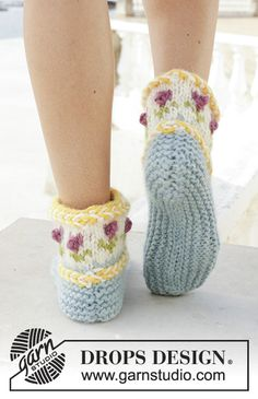 Knitted slippers with Latvian cable and multi-colored Nordic pattern. The piece is worked in DROPS Eskimo. Lace Knitting, Knitting Patterns Free, Knitting Socks, Knit Crochet, Drops Design, Knitted Jackets Women, Magazine Drops, Knit Baby Booties, Knitted Slippers