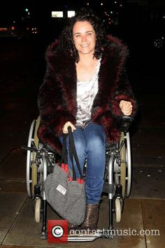 www.contactmusic.com pics le legally_blonde_press_night_201011 cherylee-houston-of-coronation-street-arriving-at_3564905.jpg