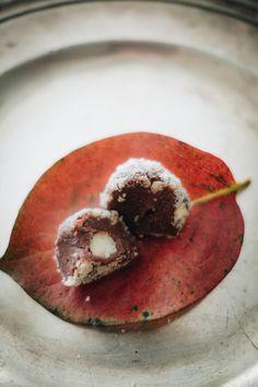 Paleo Vegan Ferrero Rocher, Hazelnut and chocolate truffles - Suvelle Cuisine