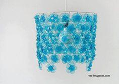 lampara con botellas de agua
